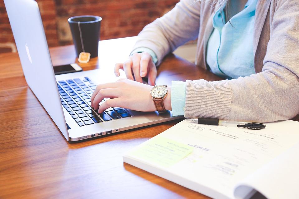 Laptop na egzamin radcowski – wymagania