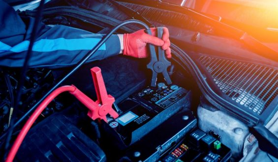 Jak naładować akumulator samochodowy?