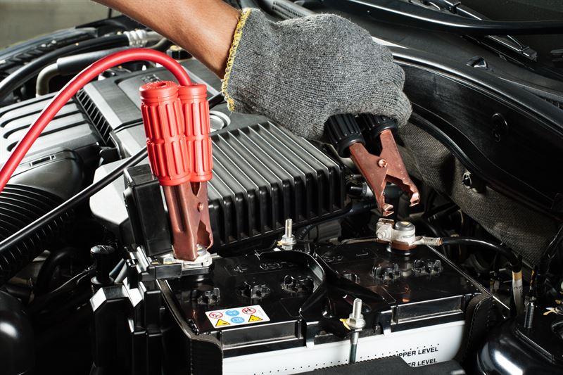 Proste i bezpieczne ładowanie akumulatora