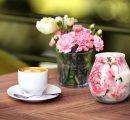 Wiosenne świece dekoracyjne i wielkanocne ozdoby