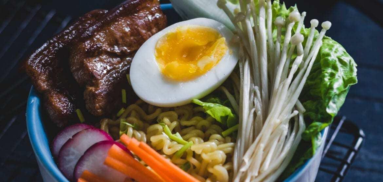 Ramen – sposób jedzenia i przepis